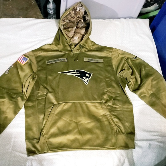 huge selection of d2d67 9af89 New England Patriots Salute to Service hoodie . NWT